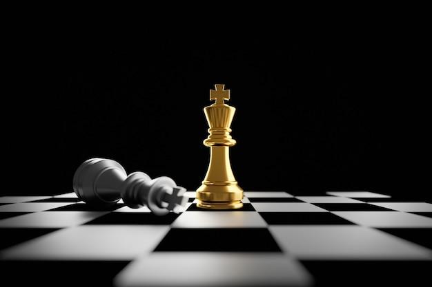 Rei de xadrez dourado em pé no conceito de tabuleiro de xadrez de plano estratégico de negócios e líder profissional