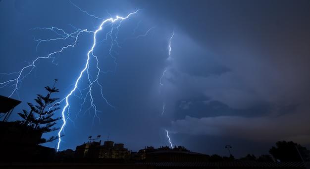 Relâmpago espetacular uma noite tempestuosa
