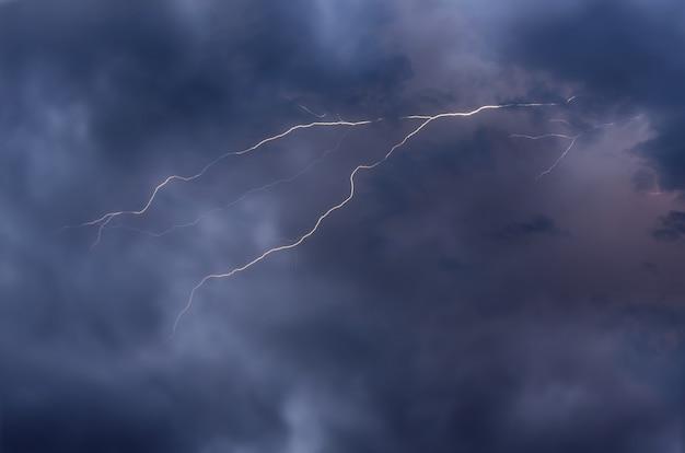 Relâmpagos e tempestades