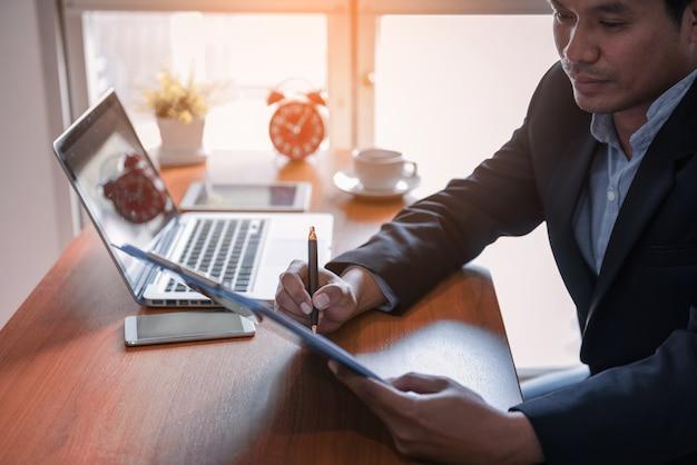Relatório de análise de gráfico de negócios. contabilidade