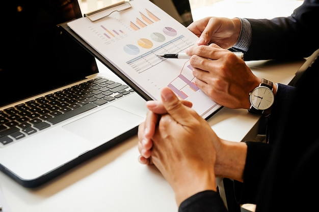 Relatório de contabilidade do laptop da tabela de quadro executivo
