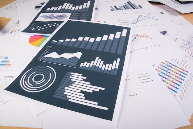 Relatório de negócios. gráficos e gráficos. conceito de negócios.