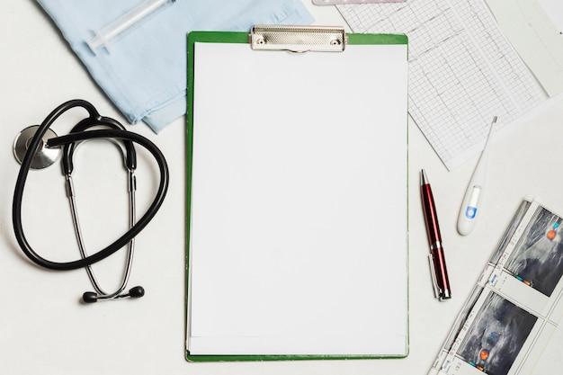 Relatório médico em branco