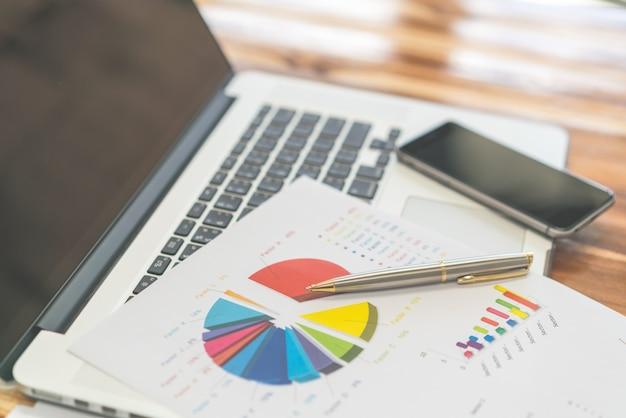 Relatório papelada gráficos de negócio do mercado