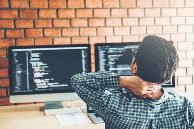 Relaxante desenvolvimento de programadores desenvolvimento web design e codificação de tecnologias