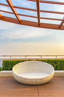 Relaxe canto no telhado do condomínio