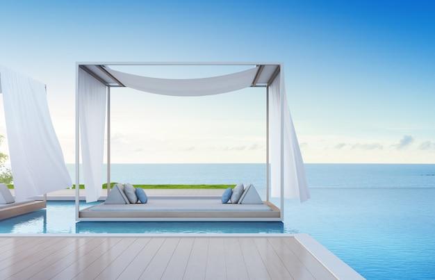 Relaxe perto do deck de madeira vazio na casa de férias ou no hotel.