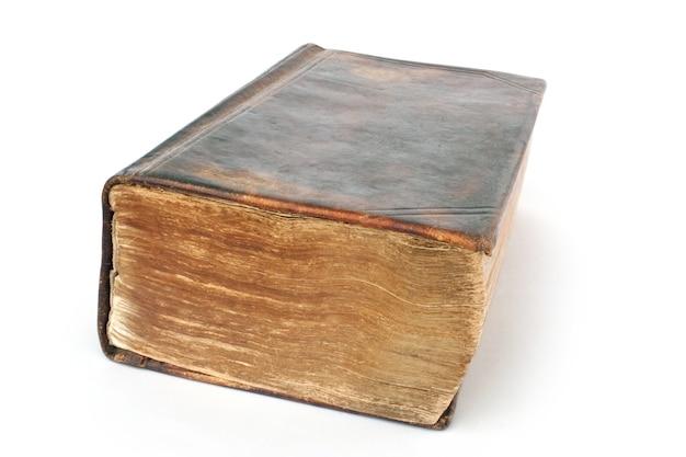 Religião objeto da bíblia muito antiga isolada no branco