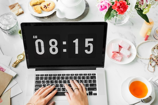 Relógio, alarme, gerenciamento de tempo pontual, conceito de organizador pessoal