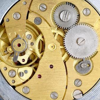 Relógio antigo com engrenagens