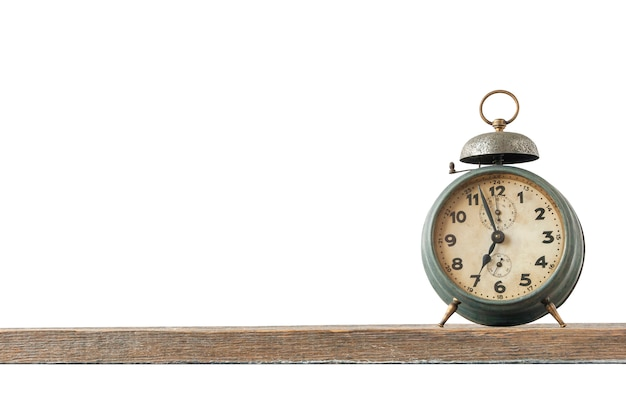 Relógio antigo com um despertador está no quadro