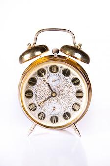 Relógio antigo isolado