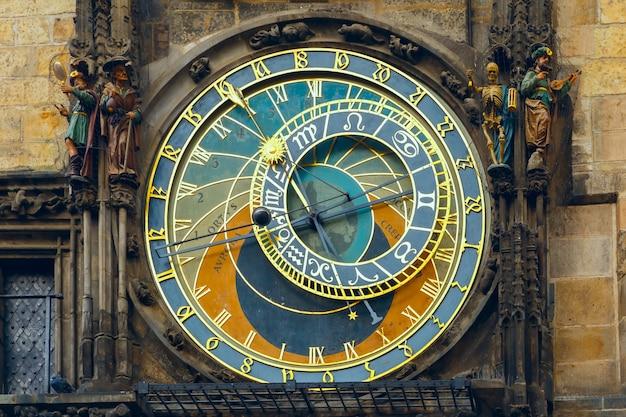 Relógio astronômico de praga orloj na praça da cidade velha