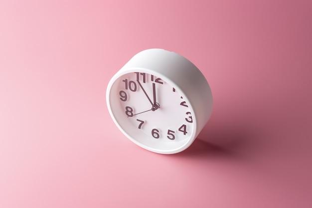 Relógio branco rosa