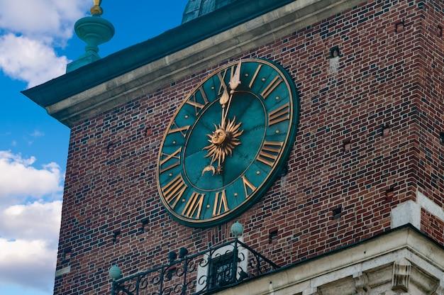 Relógio da prefeitura cracóvia polska maio 2107