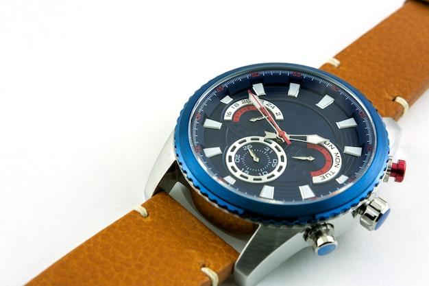 Relógio de aço elegante para homem em pulseira de couro genuíno