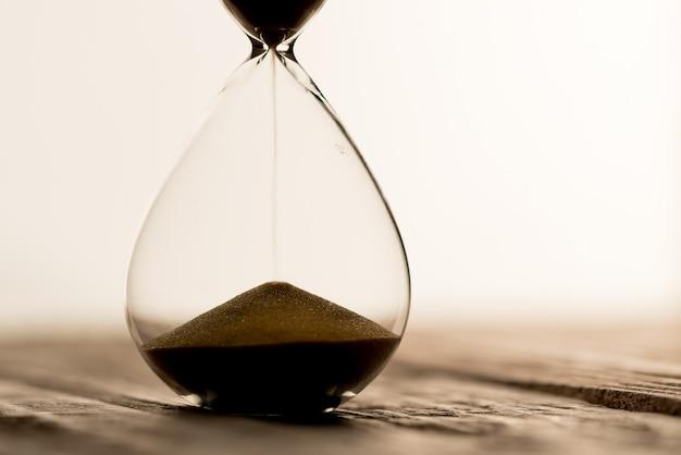 Relógio de areia, trabalho em equipe conceito de negócio e gerenciamento de tempo