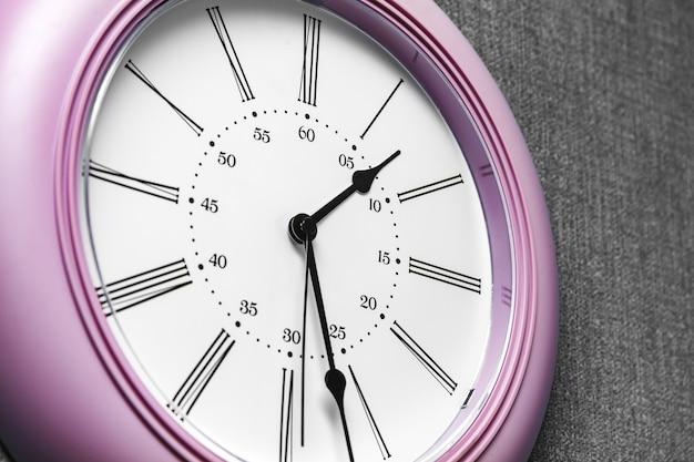 Relógio de parede, hora do almoço em relógios de escritório