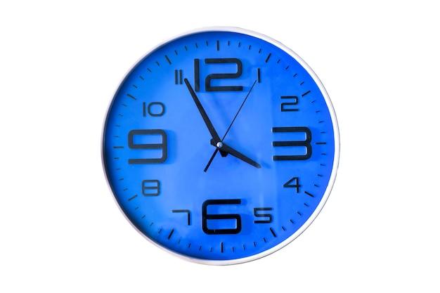 Relógio de parede isolado no branco