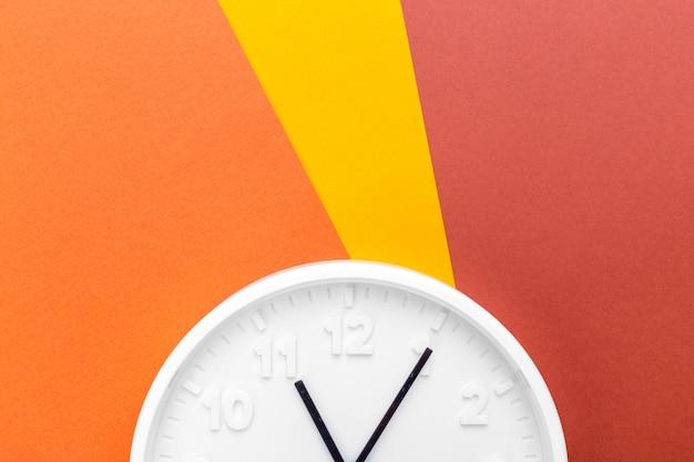Relógio de parede na cor
