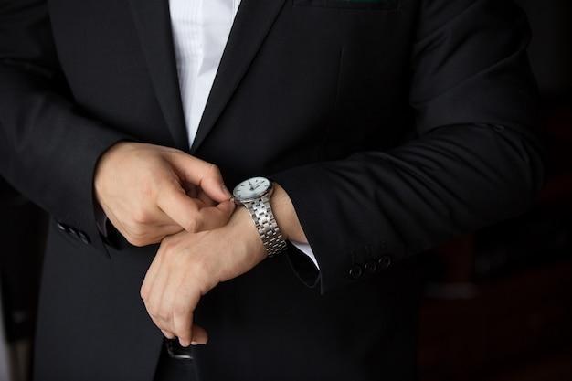 Relógio de pulso masculino, hora dos negócios
