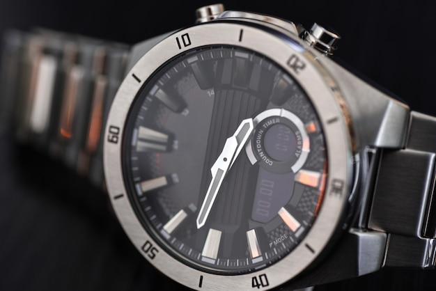 Relógio de quartzo de luxo com ponteiros analógicos, display digital e bateria solar, tacômetro
