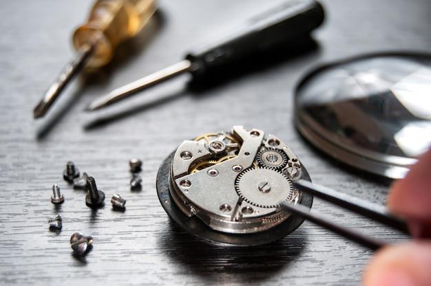 Relógio de reparação