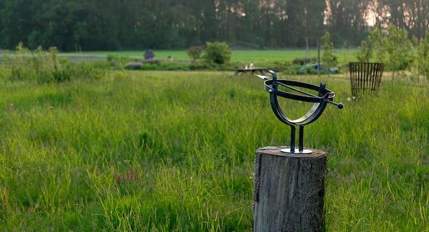 Relógio de sol em um prado holandês