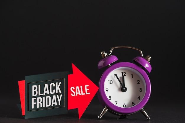Relógio despertador e tablet de venda