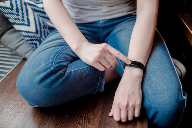 Relógio inteligente no pulso