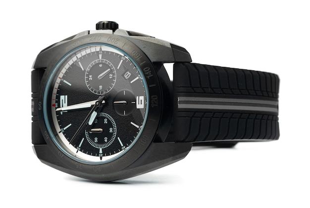 Relógio mecânico isolado no fundo branco, close-up