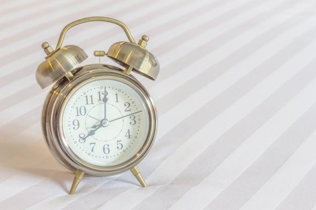 Relógio na cama