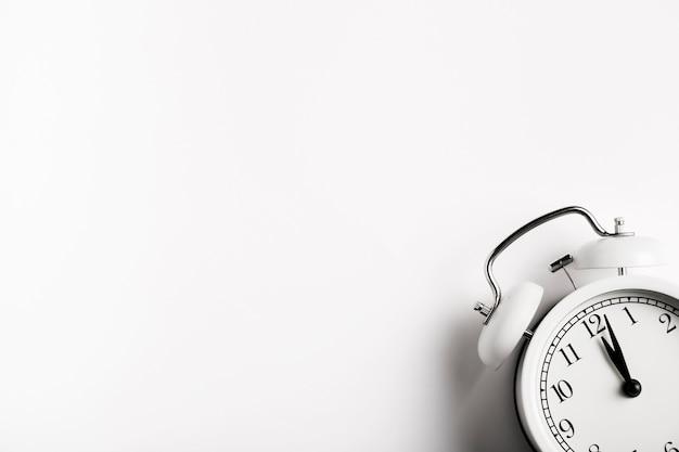 Relógio vintage com espaço de cópia