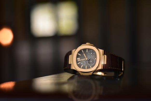 Relógios de luxo é um relógio que foi colecionado há muito tempo. existem muitas antiguidades que são raras e caras