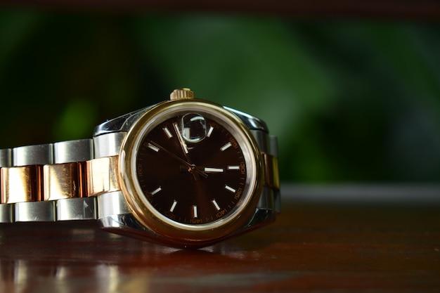 Relógios de luxo são relógios que são coletados há muito tempo.