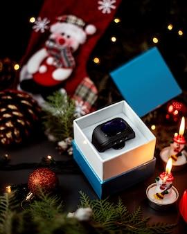 Relógios na caixa e brinquedos de ano novo