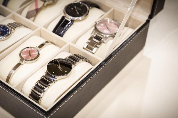Relógios na caixa