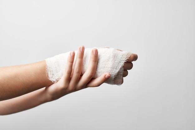Remédio para problemas de saúde para ferimentos no braço enfaixado