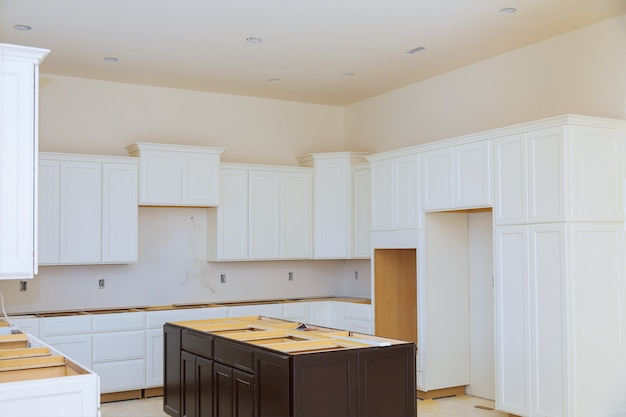 Remodelar a vista de reforma instalada em um novo móvel na cozinha