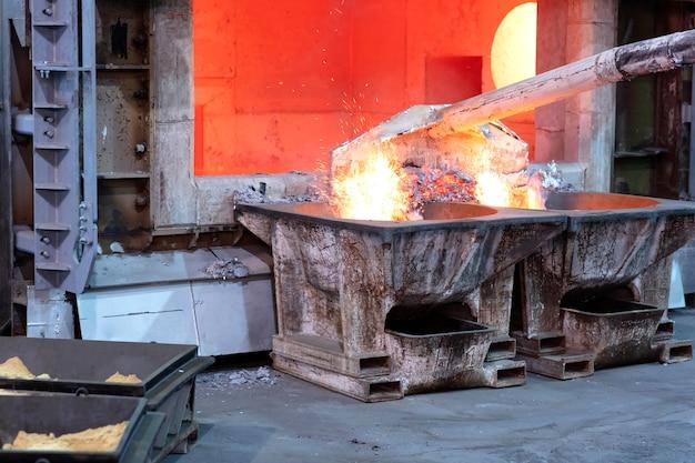Removendo a escória de alumínio