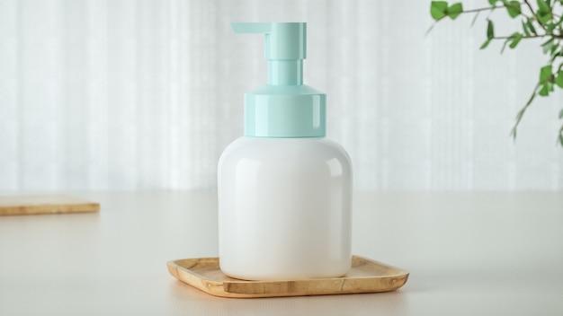 Renderização 3d da garrafa de bomba branca para exposição do produto