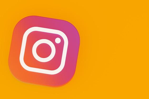 Renderização 3d do logotipo do aplicativo instagram em fundo amarelo