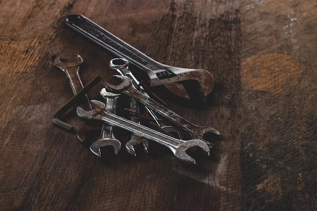 Renovação de ferramenta em madeira grunge