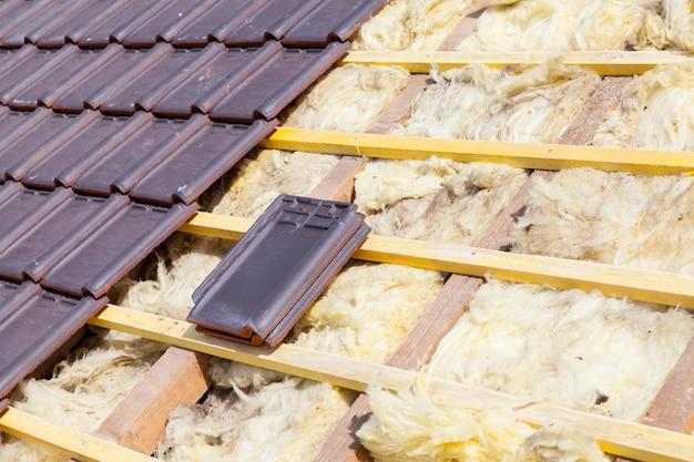 Renovação de um telhado de tijolos