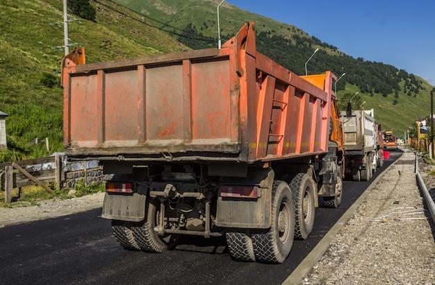 Reparação da estrada na região de elbrus