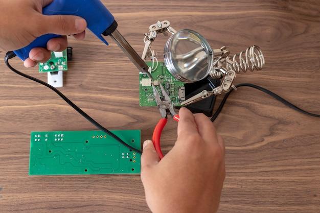 Reparação de circuitos eletrônicos