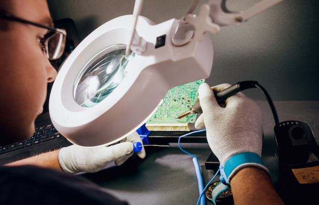 Reparação de dispositivos eletrônicos, solda e placa de circuito