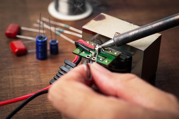 Reparação de peças de solda de lata de transformador de placa de circuito de dispositivos eletrônicos