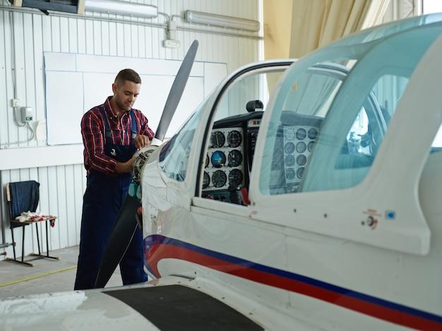 Reparação de veículo aéreo