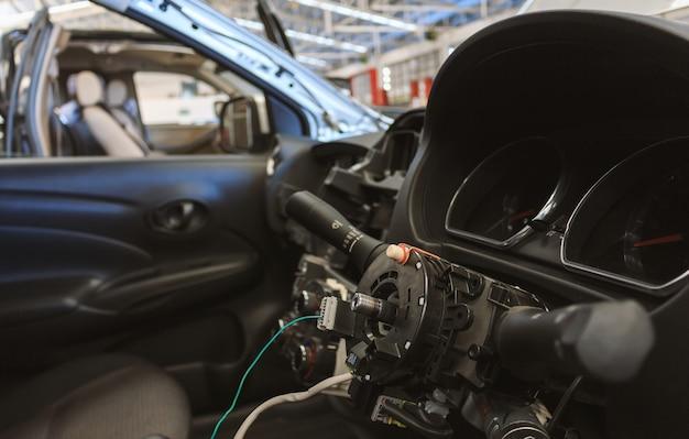 Reparação de volante de carro closeup após o acidente